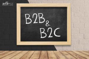 Lavagna su muro di mattoni con scritta B2B e B2C
